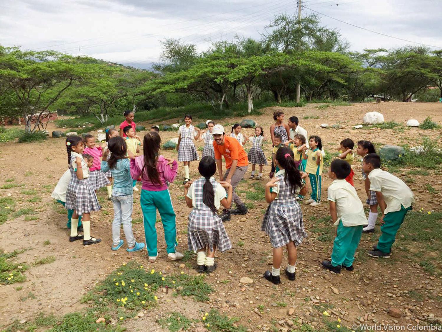 Venezuela Migrant Crisis Response Staff with children playing in a circle