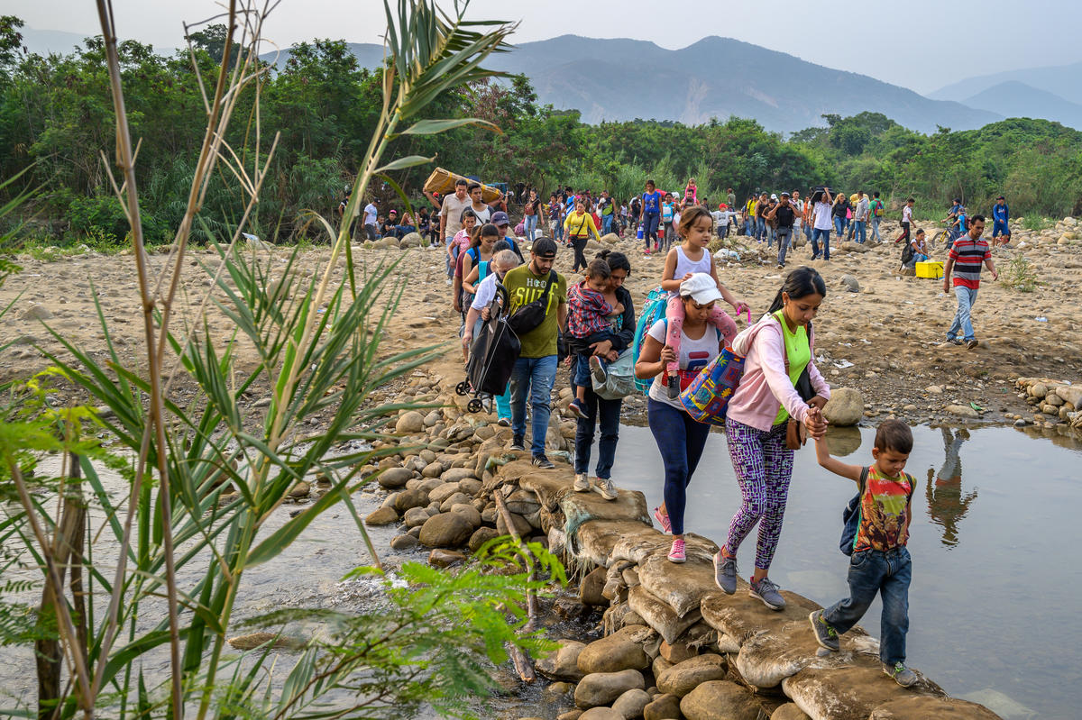 Venezuelans crossing the border to Colombia