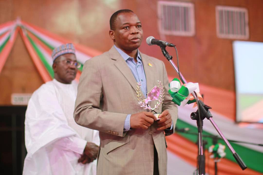 The National Director of World Vision Niger, Albert Kodio, addressing to the audience after receiving the award