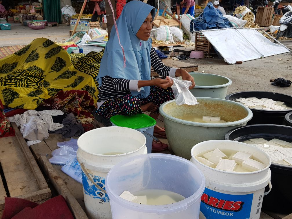 Markets in tsunami-hit Indonesia
