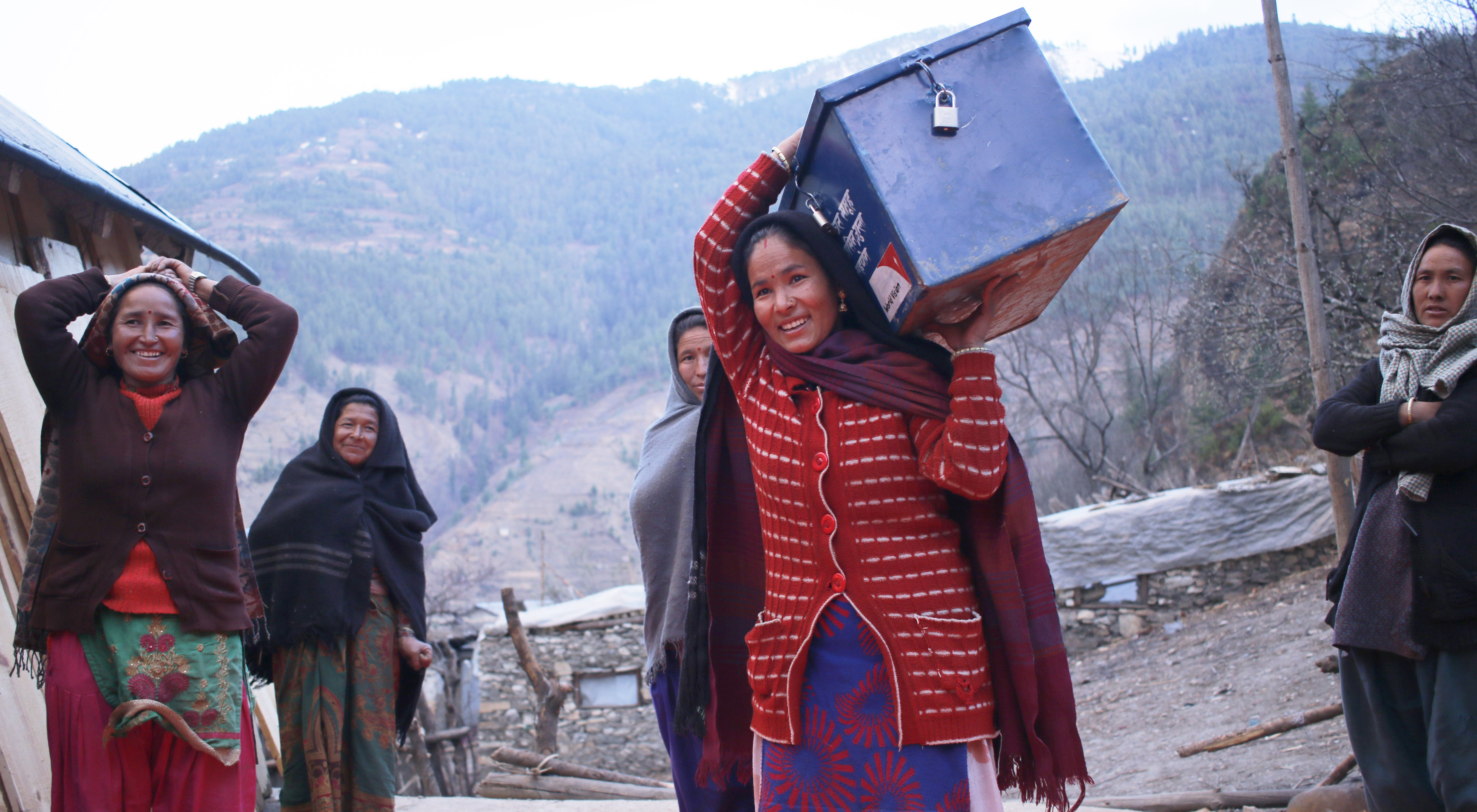 Carrying the savings box
