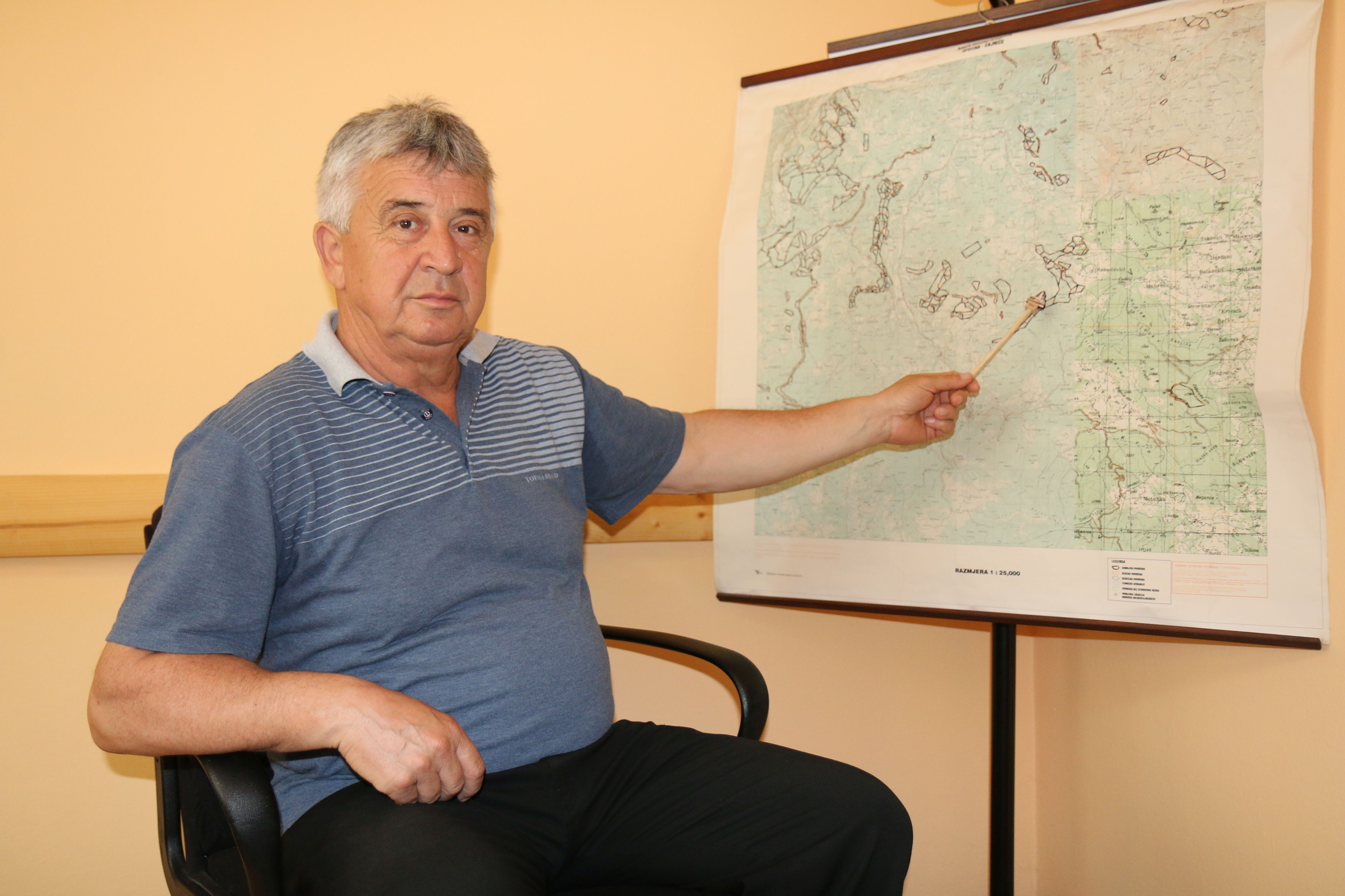 Mayor of Cajnice points at the mined areas on the map