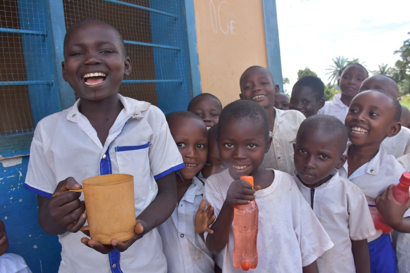 Photo Martine in their school holding a water cup