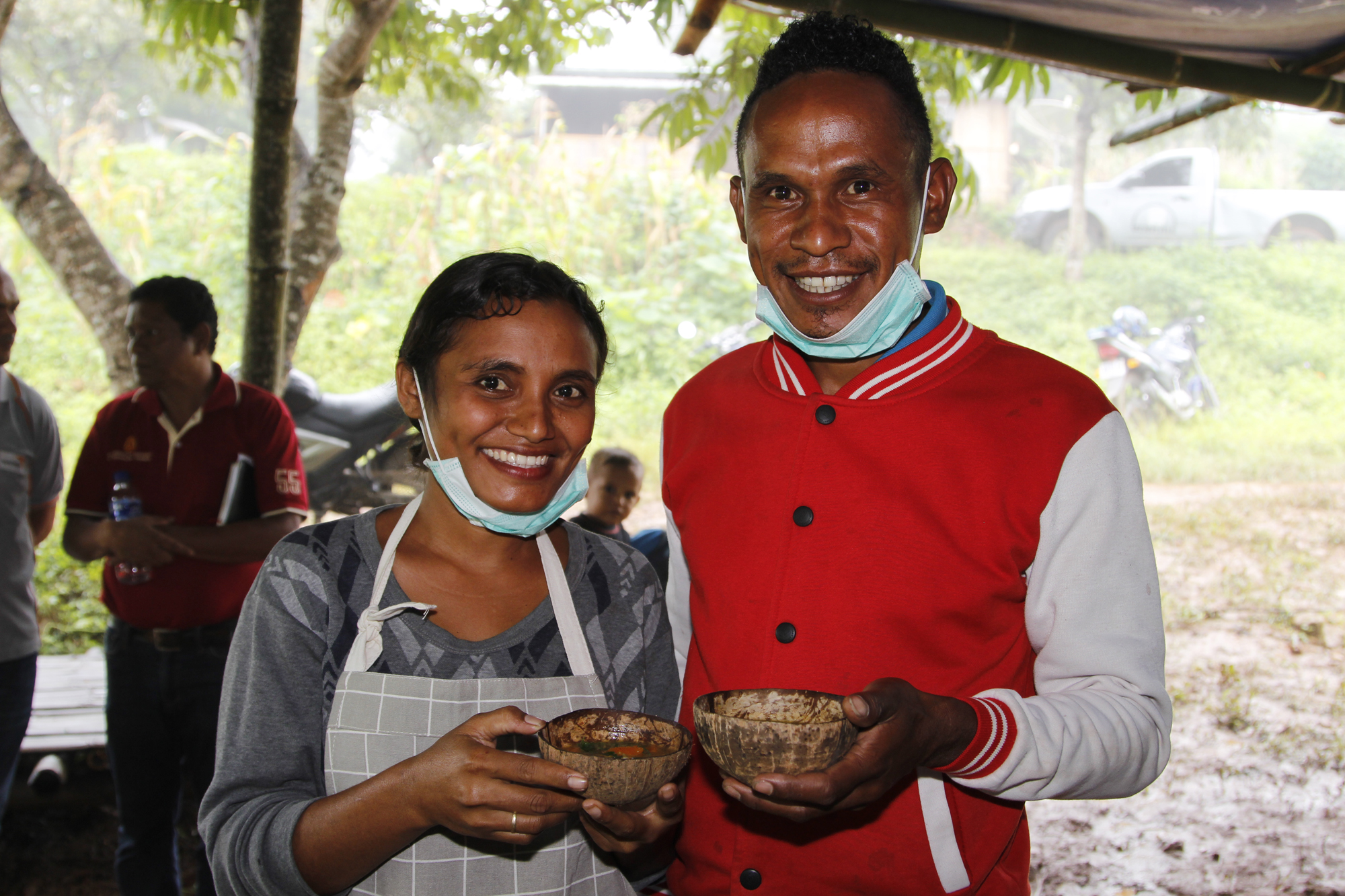 Jesuinha and Mariano prepared moringa soup for the cooking competition at Farmer Field Day. Photo: Jaime dos Reis/World Vision