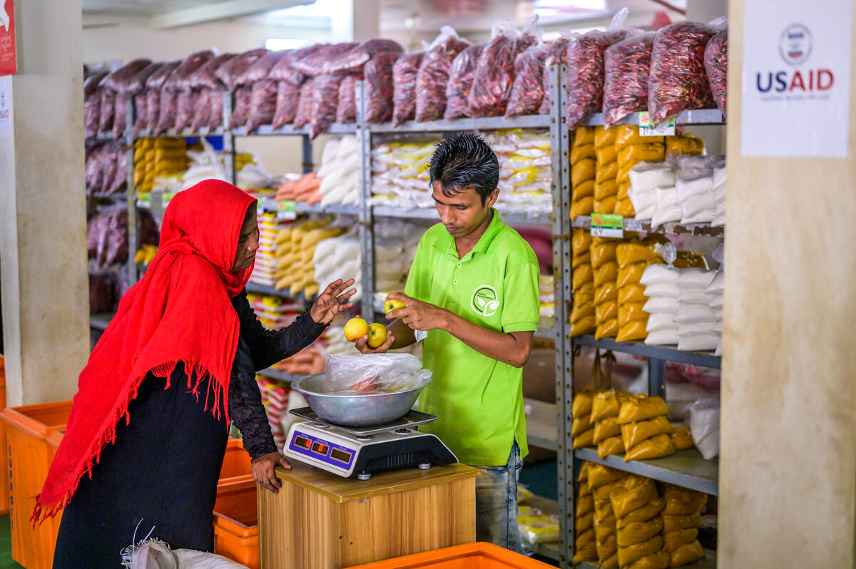 Rohingya refugees redeem their vouchers in local markets