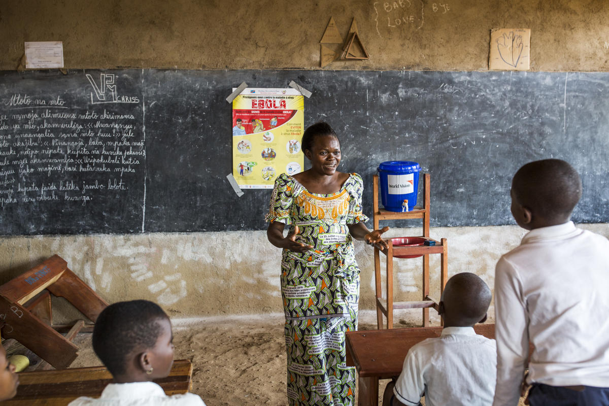 Schools in DRC help prevent the spread of Ebola