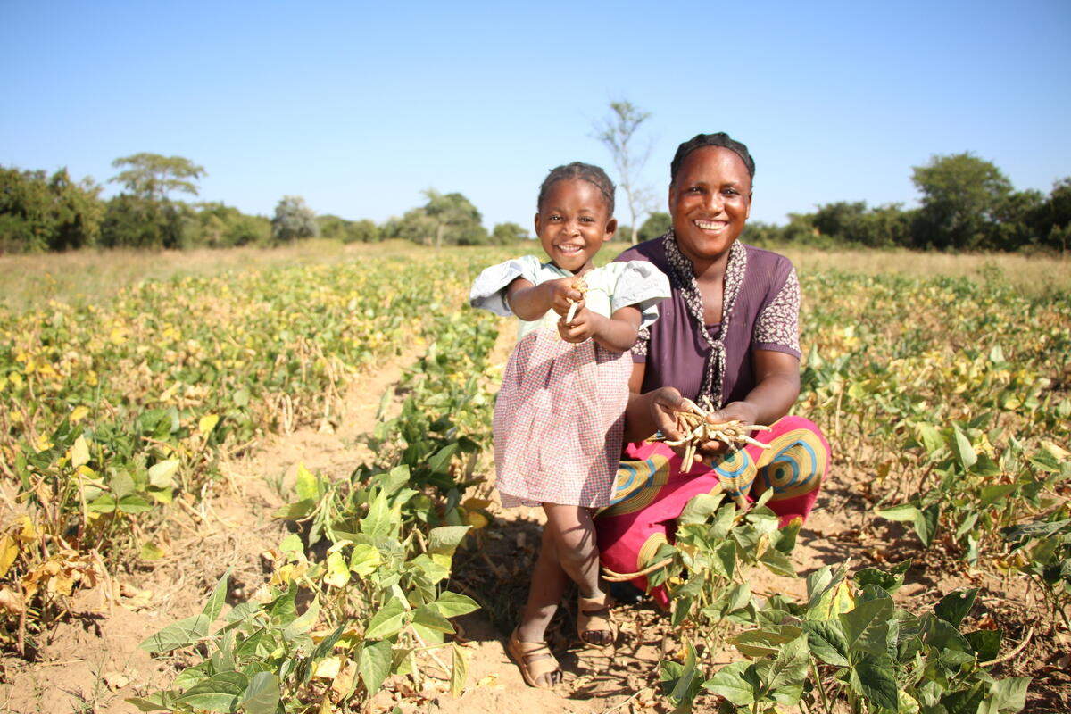 Showers and her daughter Naomi on their farm in Zambia