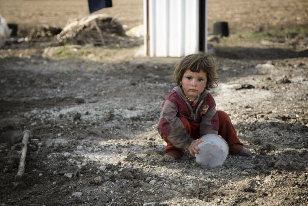 Syrian Children Crying Refugee children forced to flee world vision ...