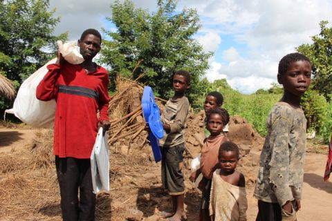 Mozambique floods World Vision aid distribution