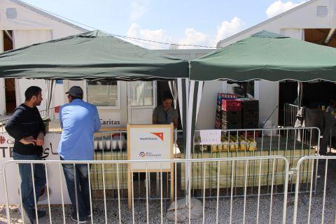 Food distribution stand