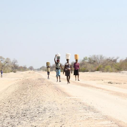 Women fetching water in dry angola