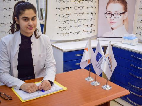 Yara working in her apprenticeship through the MADAD Youth RESOLVE programme in Iraq