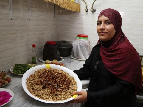 Bashaer shows us the Mujaddara done and ready to be served