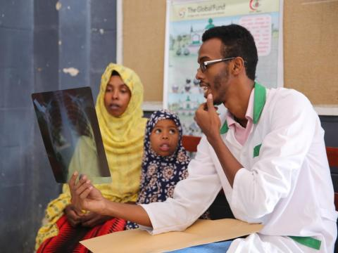 Somalia doctor consults on TB
