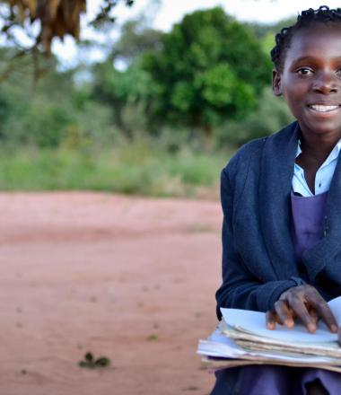 A Mali girl reads a book in Mali