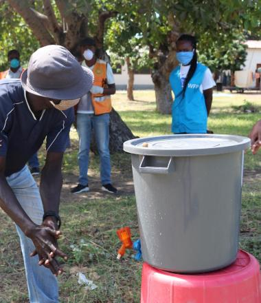 Cyclone Idai survivors learning a proper handwashing to preven COVID-19